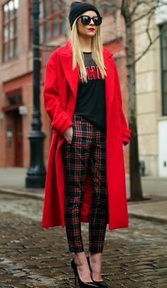 vermelho e preto e xadrez + casaco longo