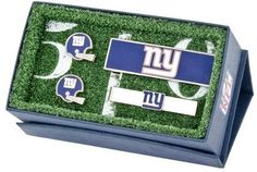 The perfect gift for the sports lover in your life, the New York Giants Vintage Helmet 3-Piece Gift Set features a pair of officially licensed cufflinks, a moneyclip and team tie bar. Ideal for the fashionable fan, support your team in the most sophisticated of ways. Officially licensed by the National Football League.