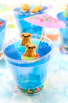 These Summer Fun Jello Cups are the perfect for parties, summer gatherings and birthday parties. Watch out for sharks under the water! Summer Snacks, Summer Treats, Summer Parties, Summer Desserts, Summer Fun, Birthday Treats, Birthday Parties, Themed Parties, Birthday Desserts