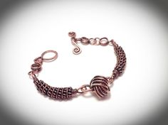 Coiled copper wire wrapped bangle bracelet with Danish love knot - jewelry diy bracelets Aluminum Wire Jewelry, Copper Wire Jewelry, Wire Jewelry Designs, Sea Glass Jewelry, Fine Jewelry, Jewelry Making, Wire Jewellery, Diy Leather Bracelet, Metal Bracelets
