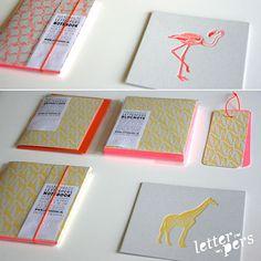 Letterpers kaart 'Flamingo' & 'Giraf' #letterpers #press #giraffe #flamingo #card http://www.nanaas.nl/a-41873170/nieuw/letterpers-kaart-giraf/