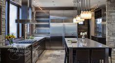 Modern kitchen backsplash has amazing design in creating astonishing kitchen centerpiece at high rank of beauty and value. Kitchen backsplash design has Beautiful Kitchens, Cool Kitchens, Galley Kitchens, Kitchen And Bath, Kitchen Decor, Decorating Kitchen, Kitchen Ideas, Design Kitchen, Kitchen Interior