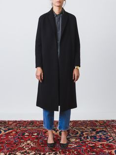So sleek and simple. This heavy, long, black cardigan-coat has a notched collar, raglan sleeves, on-seam side pockets and no front closure. - Vent at the hem at center back - Soft and cozy - Sleeves a