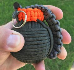 Paracord Survival Grenade That's Filled With Survival Tools Survival Tools, Survival Prepping, Survival Weapons, Wilderness Survival, Survival Bow, Survival Items, Survival Knife, Art Crea, Diy And Crafts