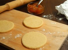 La pasta frolla con ricotta è più leggera rispetto a quella tradizionale e può essere utilizzata per la preparazione di diversi dolci, crostate, biscotti...