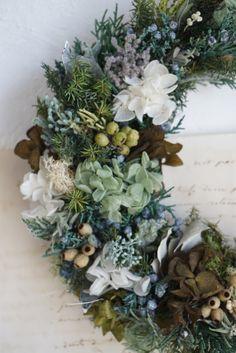 森の三日月リース Fall Wreaths, Minne, Floral Wreath, Flowers, Decor, Floral Crown, Decoration, Decorating, Royal Icing Flowers