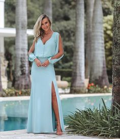 A imagem pode conter: 1 pessoa, em pé e atividades ao ar livre Nice Dresses, Casual Dresses, Short Dresses, Fashion Dresses, Girls Dresses, Prom Dresses, Formal Dresses, Vestidos Tiffany, Belle Bridal