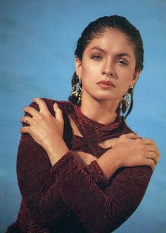 Come out of recurring mood swings by repeating this hand sign. Image Pooja Bhatt credit: apunkachoice.com