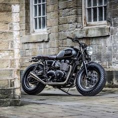 The British manufacturer, Triumph Motorcycle, introduced the latest addition to their scrambler motorbike lineup. Triumph presents the Scrambler 1200 with this Indian Motorcycles, Triumph Motorcycles, Triumph Scrambler Custom, Triumph Bonneville Custom, Triumph Cafe Racer, Scrambler Motorcycle, Motorcycle Art, Cool Motorcycles, Motorcycle Design