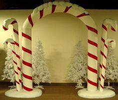 This is a beautiful entrance piece or can be used on a stage. Fits nicely in Candyland as well as a Christmas theme.