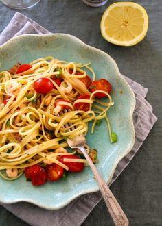 One pot wonder - lettvint gryterett - Mat På Bordet Pink Dinner Sets, Great Dinner Recipes, One Pot Wonders, Breakfast Set, Shrimp Pasta, Dinner Dishes, Cherry Tomatoes, Bacon, Spaghetti