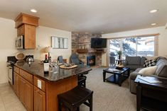Aspen Vacation Rental   Ski-in/out Snowmass newly renovated. Pool/hot tubs/ski storage/parking/shuttle. Great ski access.   Crestwood   Condo Rental on iTrip.net #aspen #ski #vacation #condo