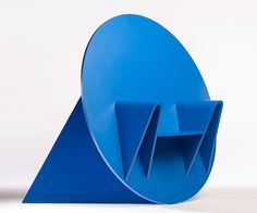 adam whittaker builds 'en throne' chair from bold blue geometries