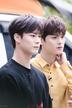 Moon Bin [문빈] and Cha Eunwoo [차은우] Kim Myungjun, Lee Dong Min, Cha Eun Woo Astro, Astro Fandom Name, Eunwoo Astro, Sanha, Boy Photos, Attractive People, Kpop Boy