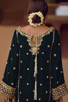 We offer latest high fashion women's Dresses. It includes Bridals dresses, Ready to Wear, Casual & many more. Shadi Dresses, Pakistani Formal Dresses, Pakistani Bridal Dresses, Pakistani Dress Design, Pakistani Outfits, Velvet Pakistani Dress, Pakistani Designer Clothes, Pakistani Kurta, Nikkah Dress