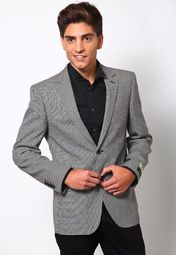 Make sure that you look sophisticated and dapper at formal meets by wearing this grey coloured blazer from the house of Arrow. Visual appeal aside, this slim-fit blazer also makes for a comfortable and warm wear because of its wool fabric.