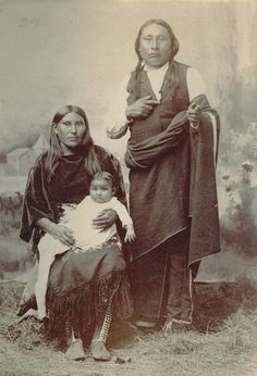 A family portrait Native American Children, Native American Pictures, Native American Regalia, Native American Beauty, Indian Pictures, American Indian Art, Native American History, Osage Indians, Native Indian