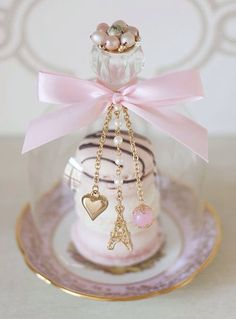 French Inspired mini dessert dome with macarons. Time for a tea party! Pink Paris, Mini Cakes, Sweet 16, Girly Things, Pink And Gold, Pretty In Pink, Tea Party, Favors, Fancy