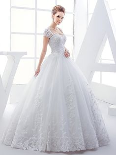 Heart Keyhole Back Appliques Ball Gown Plus Size Wedding Dress Material:Tulle; Clean:Dry Clean Only; Silhouette:Ball Gown; Hemline:Floor-Length; Neckline:Sweetheart; #Wedding #WeddingDress