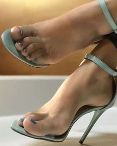 high heels – High Heels Daily Heels, stilettos and women's Shoes Sexy Legs And Heels, Hot High Heels, Pies Sexy, Beautiful High Heels, Clear Heels, Sexy Toes, Pretty Toes, Women's Feet, Ankle Strap Heels