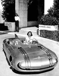 Pontiac Club de Mer two door roadster, was a concept car, incorporating innovative sleek, low-profile styling (1956)