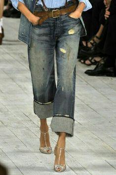 Love the sparkly sandal too.add a bit of glamour to casual denim fashion runway Ralph Lauren at New York Fashion Week Spring 2010 Estilo Fashion, Denim Fashion, Look Fashion, Fashion Design, Fashion Trends, Classy Fashion, Petite Fashion, Indian Fashion, Korean Fashion