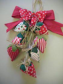 Oieeeeeeeeeeeeee, amigas ( os ) queridas ( os ) !!!   Como os dias estão passando rapidinho,né? Já estamos quase na metade do mês de Setembr... Felt Crafts, Easter Crafts, Fabric Crafts, Sewing Crafts, Christmas Crafts, Sewing Projects, Christmas Ornaments, Decor Crafts, Diy And Crafts
