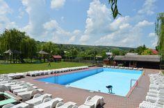 Comuna cu piscină, teren de sport cu nocturnă, muzeu al satului şi parcuri rustice, condusă de peste 26 de ani de un învăţător