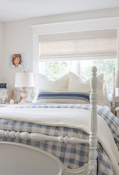 Cotton roman shades in bedroom. #bedroomshades #romanshade #bedroom #bedroomdecor #bedroomdesign #cushions #decor #design #cottonshades Cottage Style Bedrooms, Style Cottage, White Cottage, Farmhouse Style, Country Cottage Bedroom, Farmhouse Decor, Romantic Cottage, English Country Decor, French Country