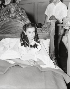 Vivien Leigh on set of Gone With The Wind Go To Movies, Old Movies, Great Movies, Olivia De Havilland, Clark Gable, British Actresses, Actors & Actresses, Classic Hollywood, Old Hollywood