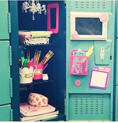 Back to School: Locker Organization + DIY Decorations! Cute Locker Ideas, Diy Locker, Locker Stuff, Girls Locker Ideas, School Supplies Highschool, Cute School Supplies, Locker Supplies, School Locker Organization, Diy Organization