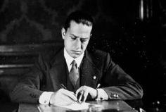 """Esecuzione di Galeazzo Ciano: le ultime parole Esattamente sessantatré anni fa, l'11 Gennaio 1944, Galeazzo Ciano veniva giustiziato a Verona insieme ad altri ex gerarchi fascisti macchiatisi di """"tradimento"""". Ciano era il genero di Mussolini, in  #galeazzociano #fascismo"""