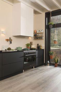 Douwes Dekker Laminaat Dikte: 8 mm | Gebruiksklasse: 23/32 | Slijtweerstand: AC4 | R-waarde: 0,048 m2 K/W | Legsysteem: Safe-Lock | V-groef: 2V | Pakinhoud: 2,186 m2 | Plankformaat: 128,5 x 24,3 cm | Oppervlaktestructuur: embossed | Extra Breed | Collectie Sympathiek Liquor Cabinet, Kitchen Cabinets, Storage, Furniture, Home Decor, Purse Storage, Decoration Home, Room Decor, Cabinets