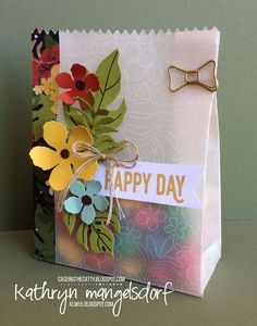 Stampin' Up! Botanical Blooms, Botanical Builder Framelits Dies, Mini Treat Bag Thinlits, Perfect Pairings Gift Bag by Kathryn Mangelsdorf Paper Gift Bags, Paper Gifts, Mini Gift Bags, Creative Gift Wrapping, Creative Gifts, Homemade Gift Bags, Origami Box Tutorial, Decorated Gift Bags, Diy Cadeau