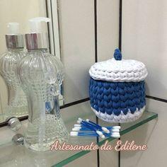 Cestinho Organizador para Cotonetes. Crochê em fio de malha. Meu dia foi cheio de alegria e criatividade na companhia  das minhas princesinhas @samarasonai  e @sabrinaaglae   @eurofiosoficial #fiodemalha #cestinho #trapillo #mimo #cores #crochetlove #crochet #artesanato #feitoamão #feitoporbrasileiros #crochê #crochetando #euquefiz #trapilho #handmad #crocheting #handmade #cestoorganizador