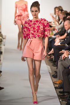Oscar de la Renta New York - Spring Summer 2013 Ready-To-Wear - Shows - Vogue. Style Haute Couture, Couture Fashion, Runway Fashion, High Fashion, Fashion Show, Fashion Outfits, Womens Fashion, Fashion Trends, Haute Couture Shorts