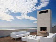 Southampton Beach House, Long Island by Alexander Gorlin Architects Contemporary Outdoor Fireplaces, Modern Outdoor Fireplace, Contemporary Beach House, Outdoor Fireplace Designs, Outdoor Living, Outdoor Decor, Outdoor Lounge, Outdoor Pool, Outdoor Spaces