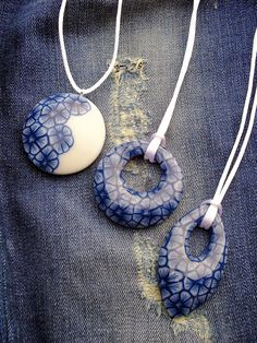 Pendants faded jeans tutorial by Lillian de Vries also on this site how to make lovely 3d blossoms :)