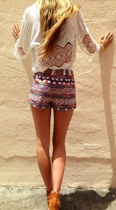 Love these patterned shorts & this cute white top! http://www.studentrate.com/fashion/fashion.aspx
