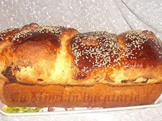 COZONAC MOLDOVENESC Baking Recipes, Dessert Recipes, Desserts, Breakfast Bake, Pastry Cake, Hot Dog Buns, Banana Bread, French Toast, Food And Drink