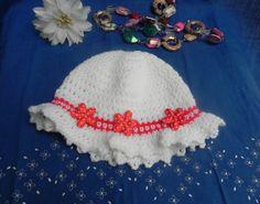 Cappellino bambina in misto lana bianco con di Ciuppinociuppinino