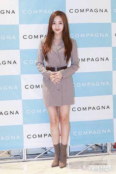 Fashion Idol, Young Fashion, Skirt Fashion, Korean Actresses, Asian Actors, Dramas, Young Kim, Pretty Korean Girls, Park Min Young