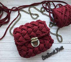 Ах вот какая ты, марсала😍😍😍😍🍷🍷🍷🍷. За замечательный цвет спасибо @trapillo_yarn 😉👍 #crochetedbaskets #homedecorbascets #tshirtyarn…