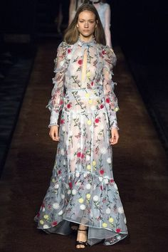 See the complete Erdem Spring 2016 Ready-to-Wear collection.