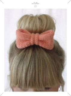 Knit a bow Pale Pink Hair, Pink Hair Bows, Knitting Projects, Crochet Projects, Knitting Patterns, Knitting Accessories, Hair Accessories, Diy Laine, Ideias Diy