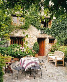 Ο τοπιογράφος απαντά Outdoor Living Areas, Outdoor Rooms, Outdoor Gardens, Outdoor Furniture Sets, Outdoor Decor, Porch And Terrace, Tuscan Garden, Garden Design, House Design