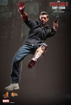 Hot Toys : Iron Man 3 - Tony Stark (The Mechanic) 1/6th scale collectible figurine