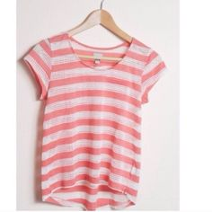 Coral & White Mesh Top Converse Mesh Stripe Top »→ xs [fits xs-s] »→ polyester • cotton • rayon »→ coral & white mesh stripes »→ scoop-neck »→ preloved but in excellent condition Converse Tops Tees - Short Sleeve
