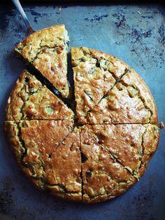 Cake oriental à l'aubergine cumin en poudre graine de courge de sésame blond un yaourt oeufs farine...