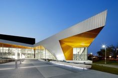 architecture now and The Future: COMMONWEALTH COMMUNITY RECREATION CENTER BY MJMA